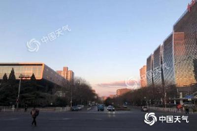 北京蓝天上线阵风可达8级 夜间最低气温跌至-2℃