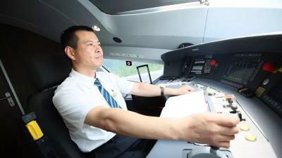 他手握7本火车驾照,却拿不到小客车驾照?因为…