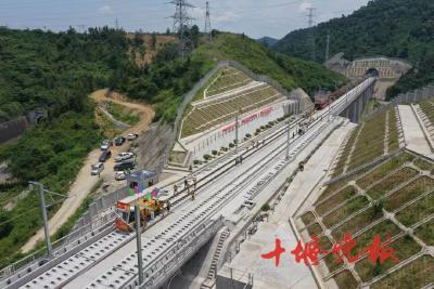 湖北投资最大高铁,进入城区铺轨!这是全国首条地方主导建设高铁!