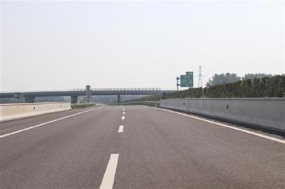 湖北今年新增首条高速 沙公高速1日通车,公安到江陵半小时抵达