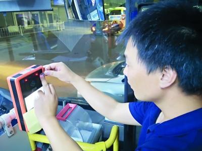 """武汉全城将可刷全国""""一卡通"""" 国庆节前后新城区完成设备升级"""