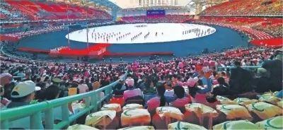 5万观众的同一个动作,令人惊叹!