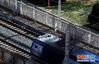 """""""刷证""""直接坐!年内百余火车站可用电子客票,车票不会丢了……"""