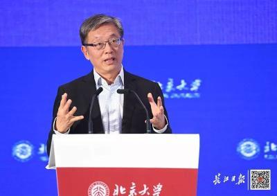 刚刚,北京大学校友会在武汉召开!坐在两任校长旁,C位老人和武汉有缘……