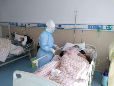 湖南白衣铁军:ICU内医患互加油 付出爱收获爱