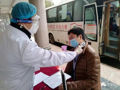 """【热血战""""疫""""】黄冈首例新冠肺炎康复者捐献血浆"""