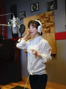 祖海再唱《为了谁》致敬白衣天使  录制视频祝福黄冈!