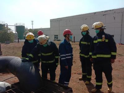 麻城消防前置执勤护航企业复工复产