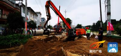 蕲春县公路局紧急抢修省道S236水毁路段