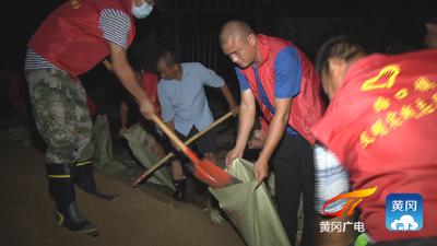 黄州区成功处置长江干堤一处重大管涌险情