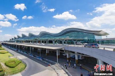 国航一北京飞杭州航班突遇晴空颠簸 两名乘务员受伤