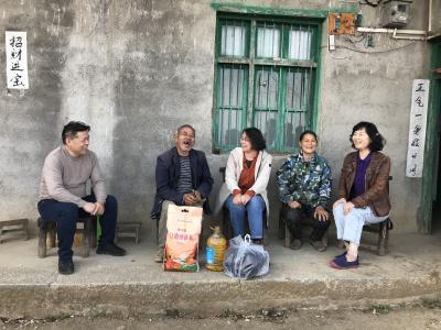 省社科联党组成员、副主席安向荣带队到苏家寨村调研指导精准扶贫工作
