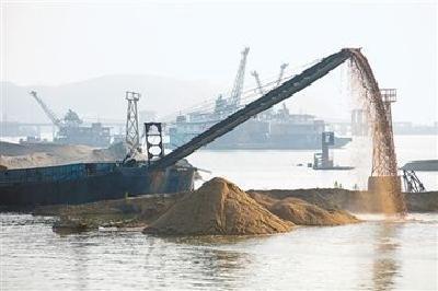 湖北省政府通告加强河道采砂管理 采砂船舶须全年集中停靠