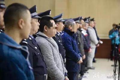 首起长江非法采砂涉黑命案开庭 涉案达千万元