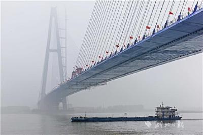武汉青山长江大桥合龙 是武汉的第十一座长江大桥