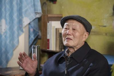 你是一座山!湖北日报长篇通讯再次聚焦战斗英雄张富清!