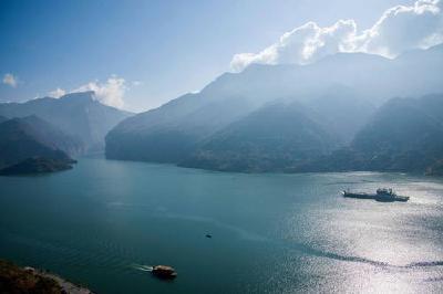 长江中上游水库群腾库备战汛期 释放库容820亿立方米