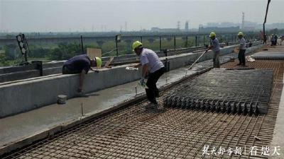 荆州跨海子湖特大桥顺利合龙 创下世界之最