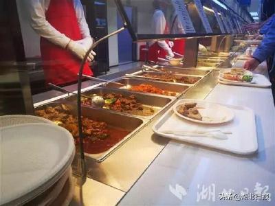 没想到!军运村餐厅最火的美食是一碗面