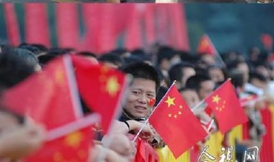 """湖北人迸发爱国激情""""中国红""""商品销售火爆"""