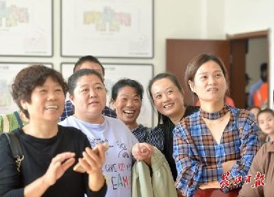 """村民变居民 武汉""""城市蓝心""""见证美好生活"""