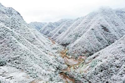 湖北多地迎来今冬第一场雪