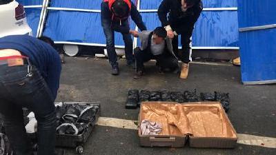 武汉警方追踪缴毒32公斤 毒贩三易地点交货
