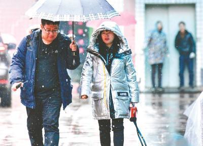 武汉城区昨迎今冬首场雪 未来三天全省湿冷继续