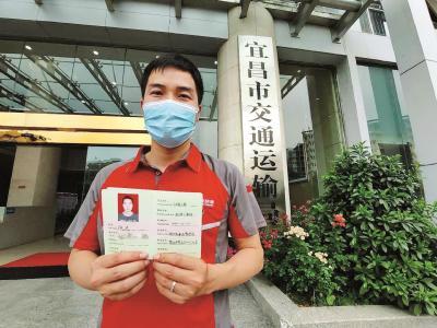 湖北省61名快递从业者首获职称 职称将与待遇挂钩
