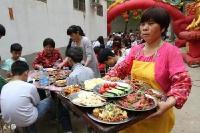 湖北一地:禁止一切红白喜事宴请酒席聚会聚餐