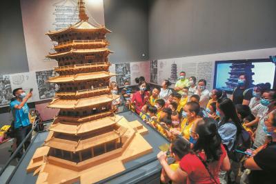 中国建筑科技馆首迎周末客流 数千人品味华夏建筑史