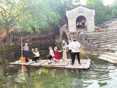 """咸宁刘家桥悄变旅游""""网红村"""" 村民日子越过越甜"""