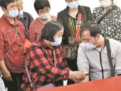 民警3次比对DNA帮其找到亲生父母 他走失30年终回武汉老家