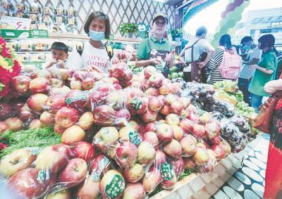 应季水果迎来大丰收 好吃不贵的缤纷水果季来袭