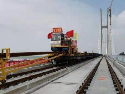安九高铁湖北段铺轨完成 武汉至上海车程将缩至3个小时