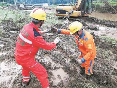 电力人连续作业15小时 随州柳林镇3600户居民恢复供电