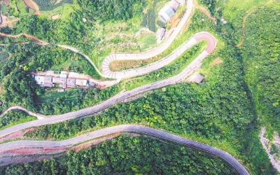 沪蓉高速沿线,旅游小镇火爆迎客