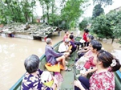 暴雨来袭 钟祥解救被困群众273人