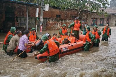 灾情就是命令!湖北多地出动民兵参与防汛救援