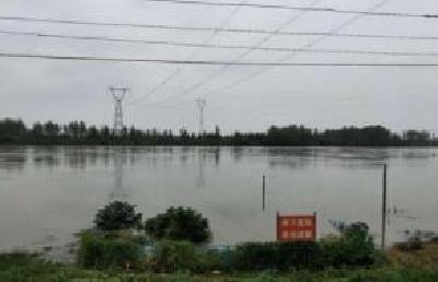 汉江汉川站水位超警戒 马口镇金河村村民安全转移